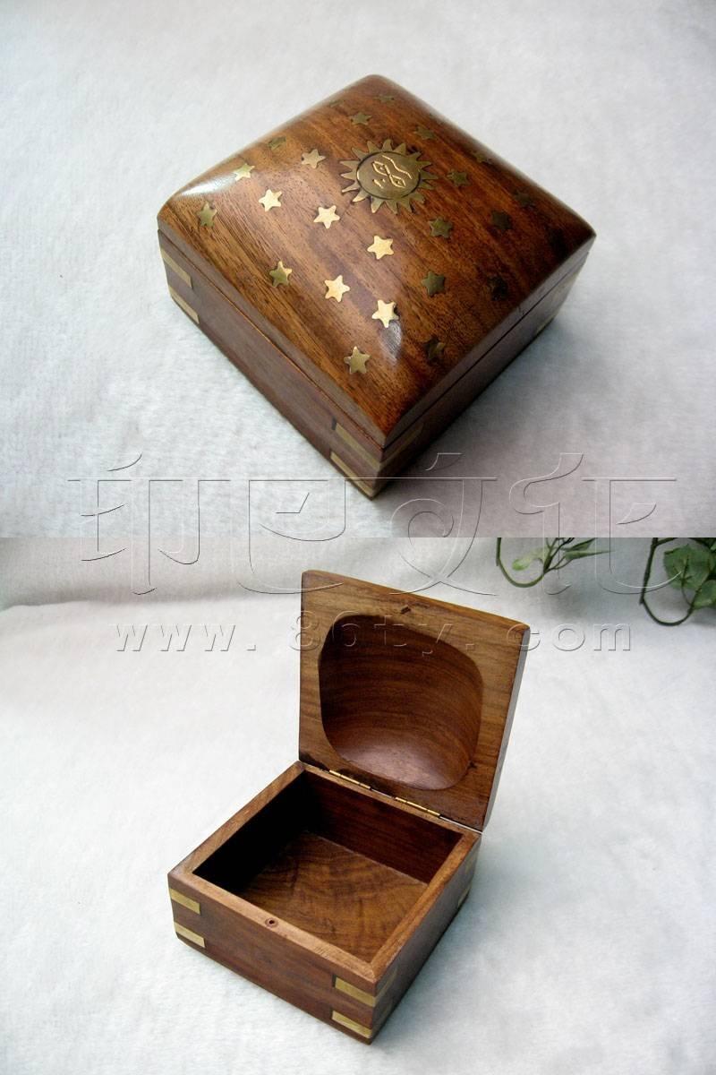 镶铜片桃木首饰盒